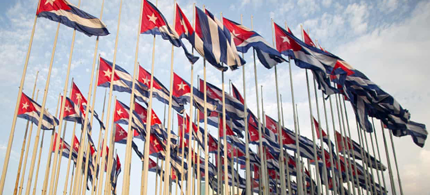 Cuban flags. (photo: Alexandre Meneghini/Reuters)