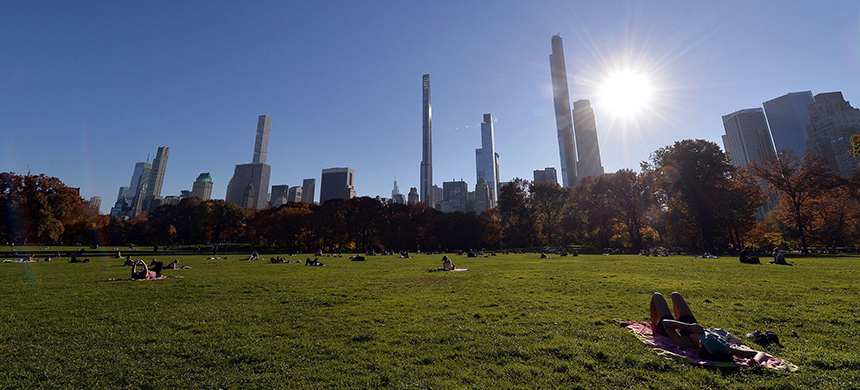 An unseasonably warm day in Central Park last month. (photo: Anthony Behar/Sipa USA/Alamy Live News)