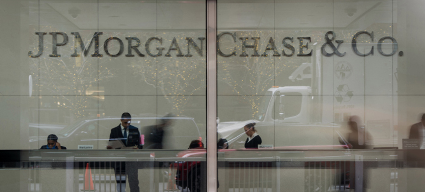 Employees work in the lobby of J.P. Morgan Chase & Co. headquarters in New York, U.S., on Monday, Dec. 8, 2014. (photo: Ron Antonelli/Getty)