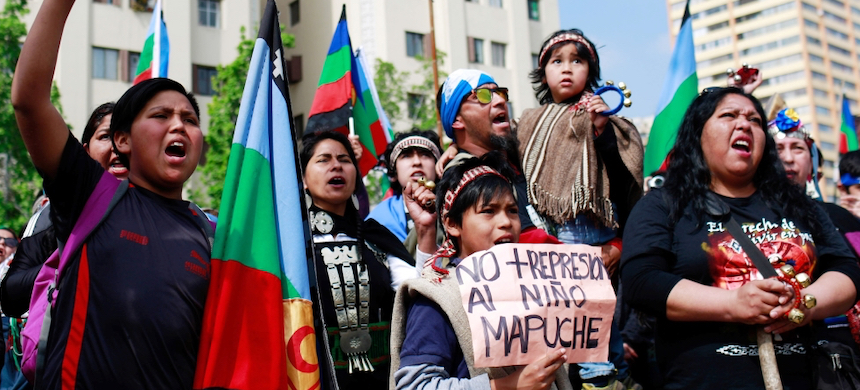 A protest for Mapuche rights in Chile. (photo: IMPAKTER)