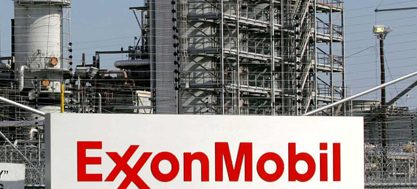 Exxon Mobil refinery in Baytown, Texas. (photo: Jessica Rinaldi/Reuters)