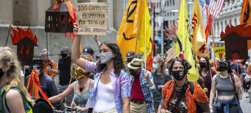 Activists have been pressuring financial institutions to stop loaning money to, buying the stocks of, and underwriting the expansion of the fossil-fuel industry. (photo: David Grossman/Alamy)
