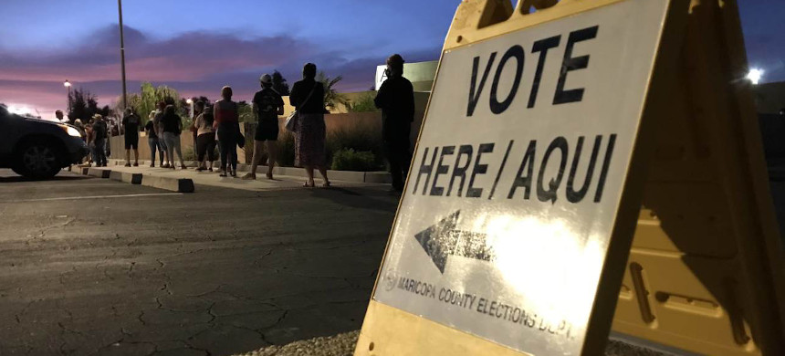 Voters line up at a polling station in Arizona. (photo: Pete Scholz/ABC)