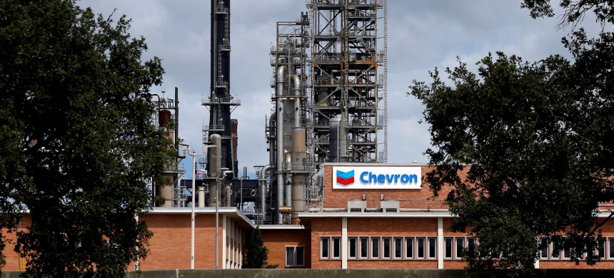 Chevron, the United States' second-largest oil and gas producer, has a long history of investing heavily in Washington influence. (photo: Jonathan Bachman/Reuters)