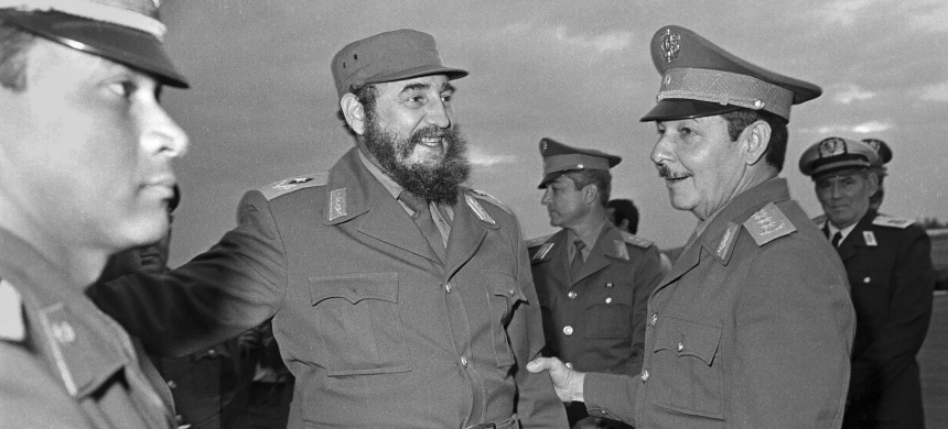 Fidel Castro with his brother Raúl, whose retirement marks the end of an era and has elicited polarized reactions in Cuba. (photo: Tomas Garcia/AP)