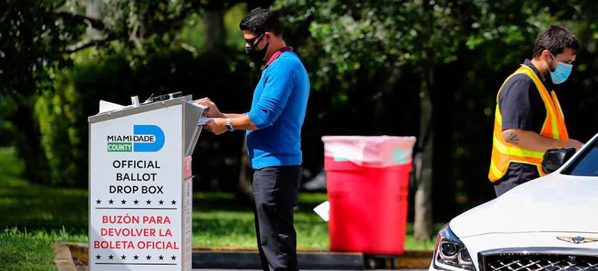 A bill approved last week by the Florida legislature would restrict the use of drop boxes for mail ballots. (photo: Eva Marie Uzcategui/AFP/Getty Images)