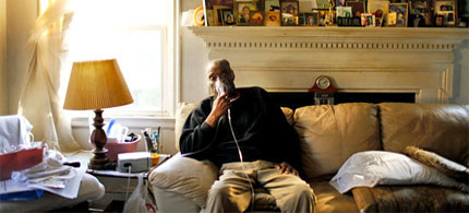 John William Springs, a retiree who only gets about $12,000 a year in Social Security and disability checks, is $1,300 above the poverty threshold: officially, not poor. (photo: Travis Dove/NYT)