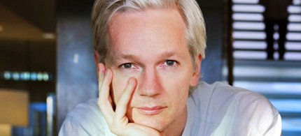 WikiLeaks founder Julian Assange was awarded the Martha Gelhorn journalism prize, 06/02/11. (photo: Linda Nylind/Guardian UK)