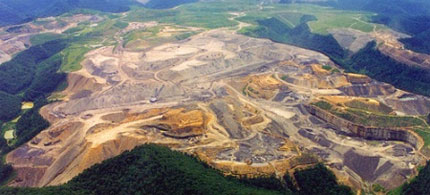 The mountaintop removal mining operation at Blair Mountain, West Virginia. (photo: Coal Country Blog)
