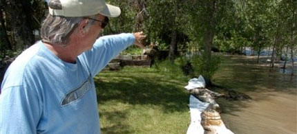 Jim Swanson points upstream where an ExxonMobil pipeline ruptured beneath the Yellowstone River in Laurel, Montana, 07/02/11. (photo: AP)