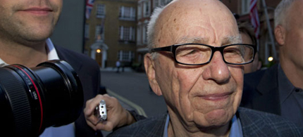News Corporation's Rupert Murdoch arrives at his residence in central London as more allegations of hacking emerge, 07/11/11. (photo: Sang Tan/AP)