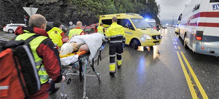 Removing the wounded from Norway's Utoya Island, 07/22/11. (photo: EPA)