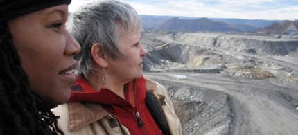 Julia 'Judy' Bonds (right), a West Virginia environmental activist who garnered national attention for her homespun opposition to mountaintop removal coal mining, died of cancer at 58, 01/08/11. (photo: ted.com)