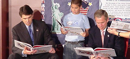 Texas Gov. Rick Perry and former President George W. Bush read to school children. (photo: file)