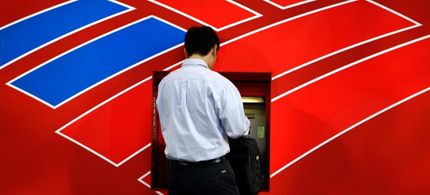 A customer uses a Bank of America ATM in Charlotte, N.C. (photo: Chuck Burton/ AP)