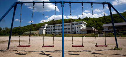 A playground is empty at the Iitate Primary School in Iitate, Fukushima Prefecture, northeastern Japan after all of the children were forced to evacuate from the town, 05/25/11. (photo: AP)