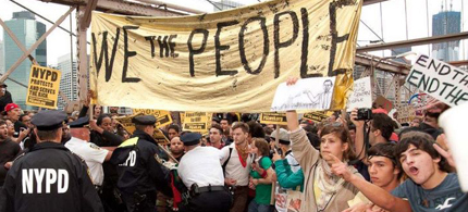 NYPD attempts to stop Occupy Wall Street protesters as they walk on the Brooklyn Bridge. (photo: Occupy Wall Street)
