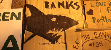 Street art at the Occupy Wall Street expresses widely held sentiment towards banks, 09/22/11. (photo: jamie nyc/Flickr)