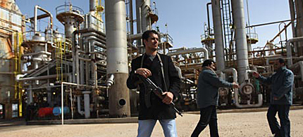 A rebel militiaman guards a Libyan oil refinery in rebel-held territory, 02/27/11. (photo: John Moore/Getty Images)