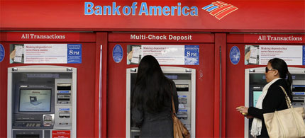 Bank of America customers using ATM machines. (photo: Justin Sullivan/Getty Images)