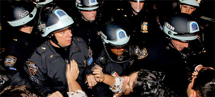 The NYPD clears Occupy Wall Street protesters from Liberty Plaza, 11/15/11. (photo: Craig Ruttle/AP)