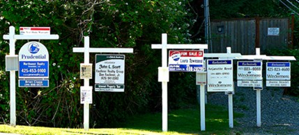 For sale signs in Kirkland, Washington, 12/04/11. (photo: The Tim/Agbeat.com)