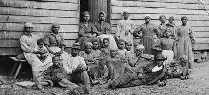 A group of escaped slaves in Virginia in 1862. (photo: The Library of Congress)