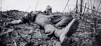 A fallen American soldier in Vietnam, 1967. (photo: Catherine Leroy)
