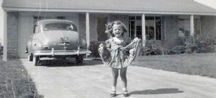 Elizabeth Warren as a young girl in front of her family home in Oklahoma. (photo: Warren family)
