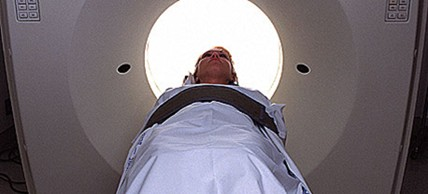A number of medical procedures like MRIs are far less expensive in single-payer healthcare systems. (photo: Alamy)