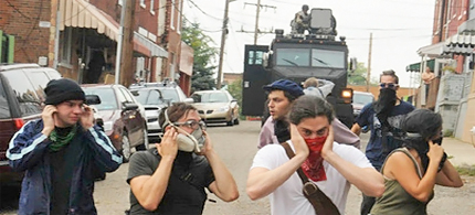 Protesters in Pittsburgh run from a long range acoustic device aimed at them. (photo: Toronto Star)