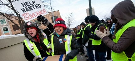 Spectators cheer as recall volunteers deliver boxes containing signatures to recall Gov. Scott Walker in Madison, Wisconsin. (photo: Mark Hirsch/Getty Images)