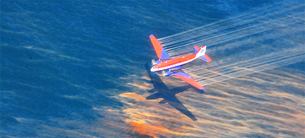 Plane spraying Corexit dispersant on oil in the Gulf of Mexico. (photo: Stephen Lehmann/US Coast Guard via EPA)