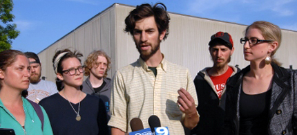 The National Lawyers Guild held a press conference on Friday condemning the raid. (photo: Chicago Indymedia)