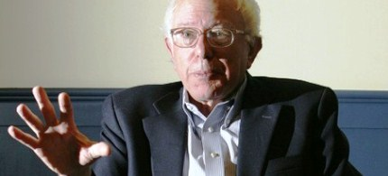 Senator Bernie Sanders is interviewed by a Reuters reporter, 11/28/06. (photo: Reuters)