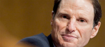 Wyden has barred the Senate from a routine vote on the renewal of broad electronic eavesdropping powers that largely legalized the Bush administration's illegal warrantless wiretapping program. (photo: Joshua Roberts/Bloomberg)