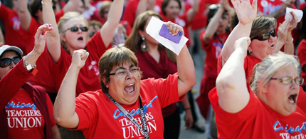 Thousands of Chicago Public School teachers rally before marching to the Board of Education's headquarters in protest in Chicago on May 23. Teachers say they are upset with contract talks, especially the offered 2 percent raise to work a longer school day this fall. (photo: John Gress/Reuters)