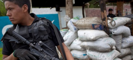 A guard carrying an assault rifle protects the streets of Cheran, Mexico. (photo: Rodrigo Cruz/NYT)