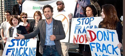 Mark Ruffalo at a protest against fracking in New York. (photo: Getty Images)