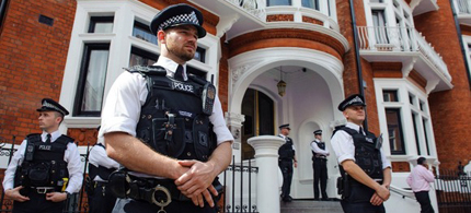 Police officers outside the Embassy of Ecuador in Knightsbridge, central London. (photo: Dominic Lipinski/PA Wire)