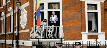 Julian Assange, founder of WikiLeaks makes a statement from a balcony of Ecuador's London Embassy. (photo: Kirsty Wiggleswort/AP)