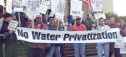 Workers in Michigan protest water privatization. (photo: Grand Rapids Institute for Information Democracy)