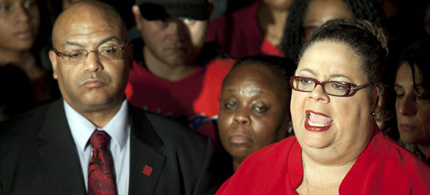 Chicago Teachers Union President Karen Lewis, right, tells reporters at a news conference outside the union's headquarters that the city's 25,000 public school teachers will walk the picket line. (photo: Sitthixay Ditthavong/AP)