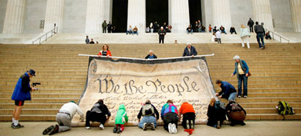 Protesters unveil a banner at the Lincoln Memorial to protest the Citizens United ruling. The Annan report criticizes the ruling for shaking Americans' confidence in the political process. (photo: Chip Somodevilla/Getty Images)