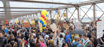 More than 700 Occupy protesters were arrested on the Brooklyn Bridge. October 01, 2011. (photo: bogieharmond/Flickr)