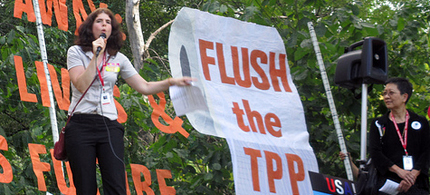 Demonstrators rally against the TPP in Leesburg, VA. (photo: Global Trade Watch)