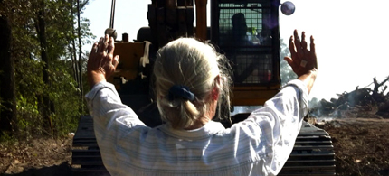 Eleanor Fairchild participates in Keystone pipeline blockade. (photo: Tar Sands Blockade)
