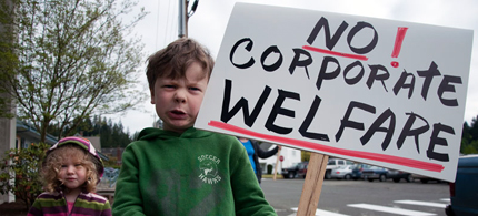 Instead of conceding entitlement reform to the Republicans, The Democrats should address the real entitlement problem, corporate welfare. (photo: Shawna Whelan)