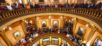 Pro-union demonstrators crowd the Rotunda in the Capitol in Lansing, Mich., 12/15/12. (photo: AP)