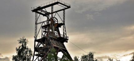 A uranium mining tower. (photo: flickr/Gael Martin)